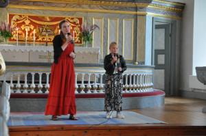 Mathilda Cimmerbäck och Ester Kajsa Gradin sjunger