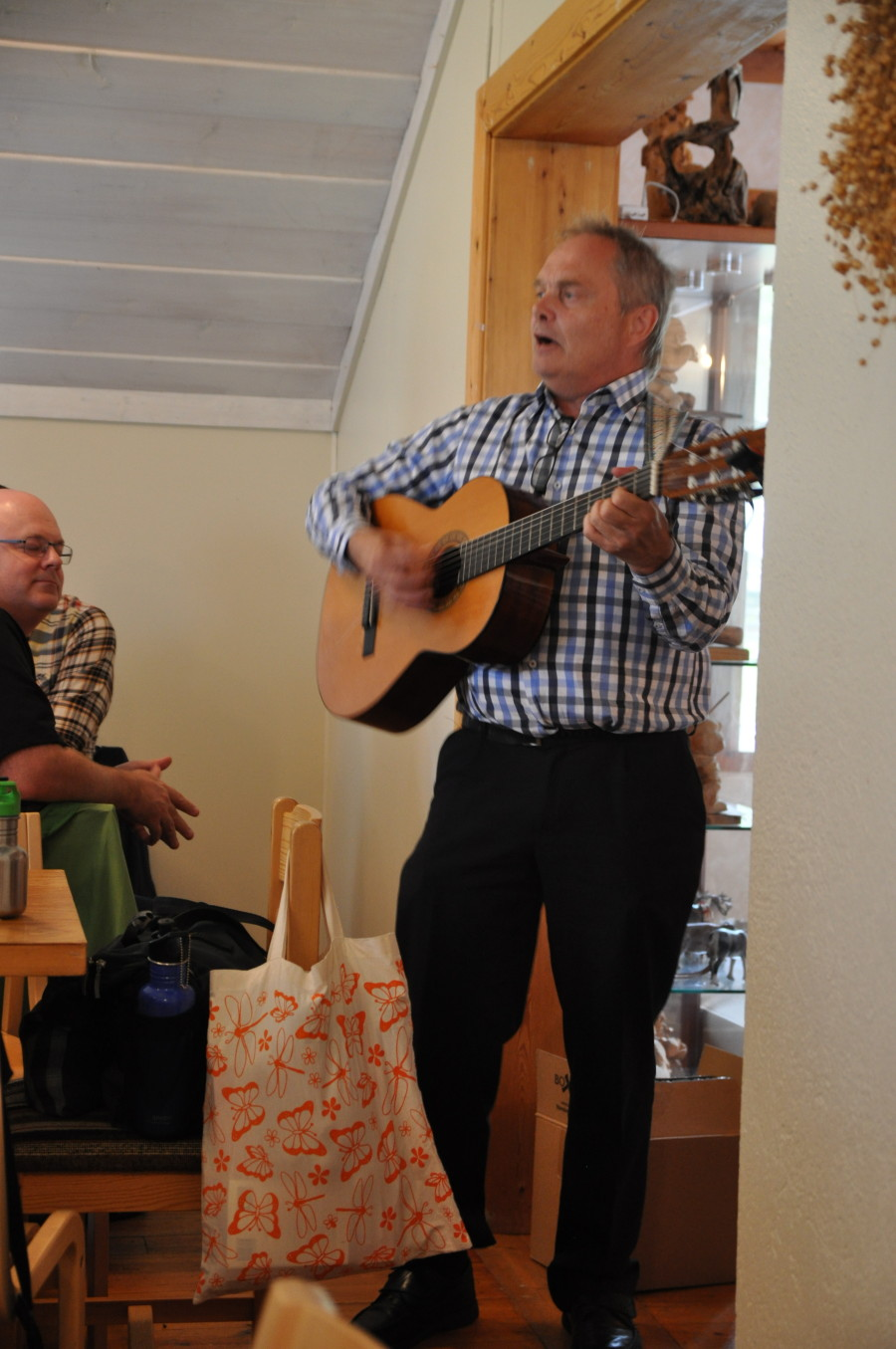 Göran Stenmark berättar och sjunger